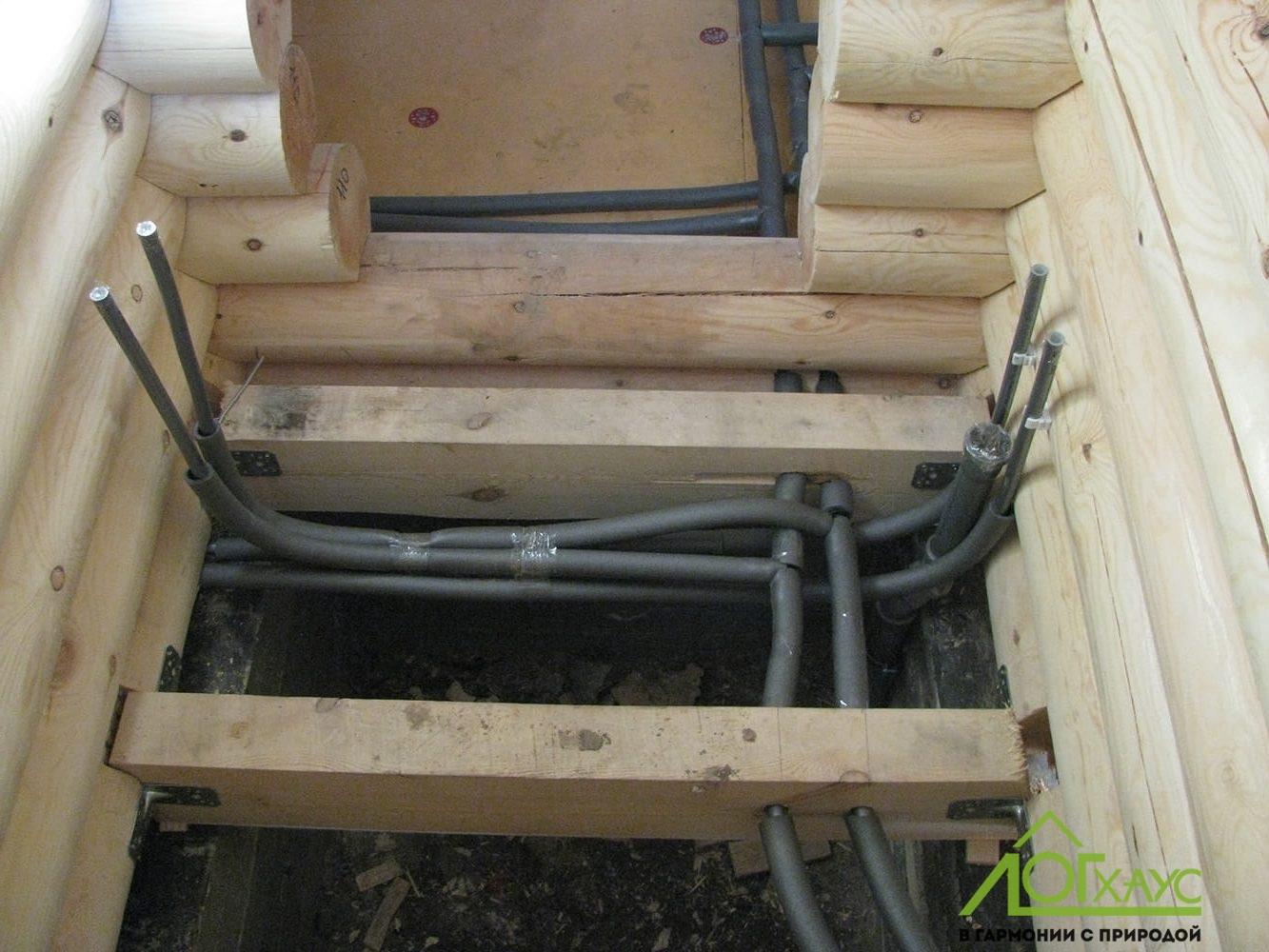 Монтаж инженерии в бане из бревна