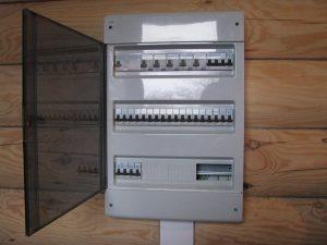 Установка и монтаж электрощита в загородном доме