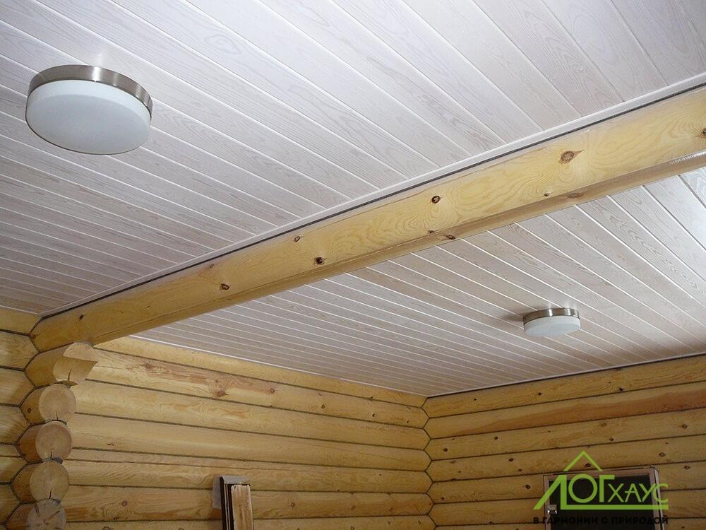 Монтаж потолка и освещения в бревенчатой бане