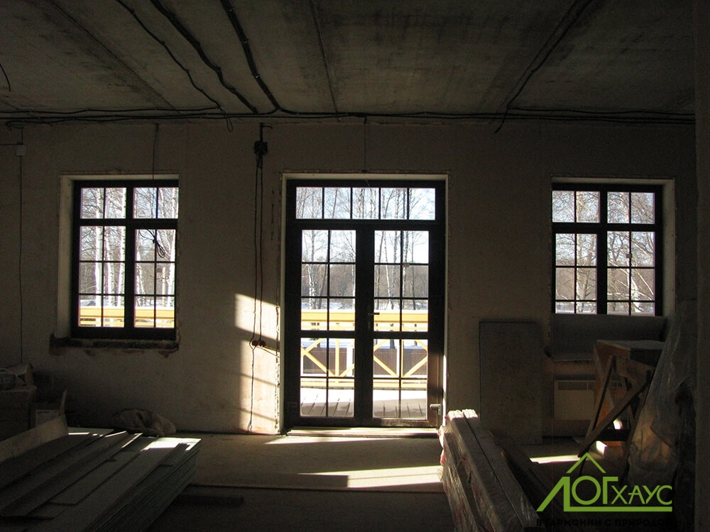 Монтаж окон в загородном комбинированном доме