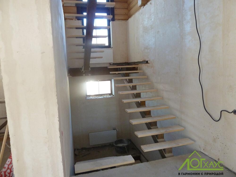 Монтаж лестницы комбинированного дома