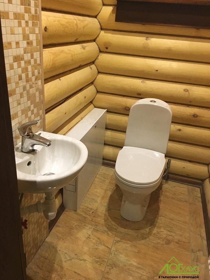 Установка сантехники в бане из бревна