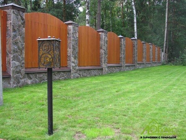 Красивый комбинированный забор