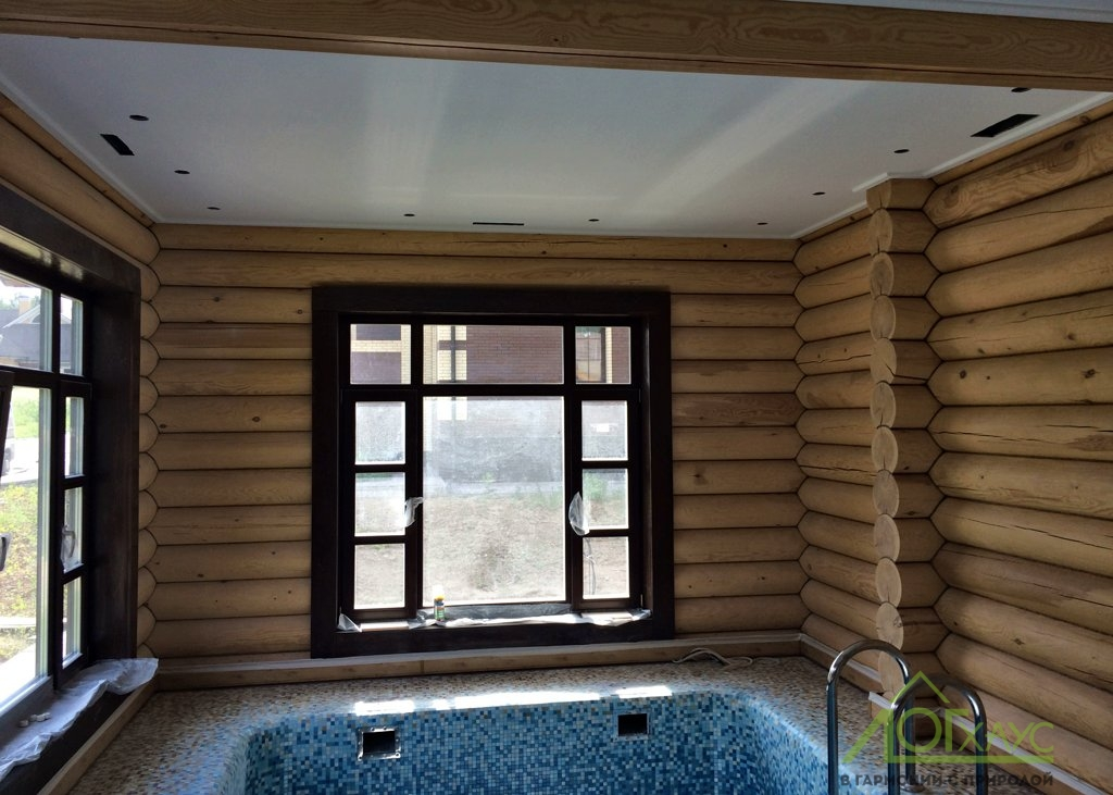Отделка помещения бассейна в бане из бревна