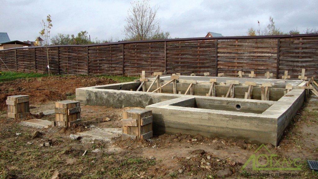 Монтаж фундамента под бани