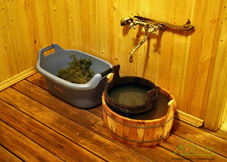 Помывочная в бревенчатой бане