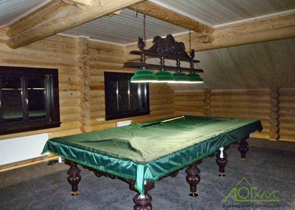 Бильярдный зал в бревенчатой бане