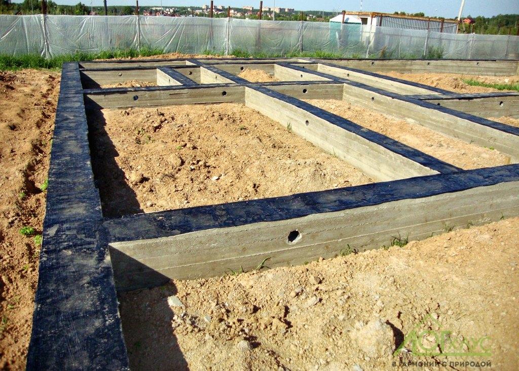 Установка фундамента под баню из бревна