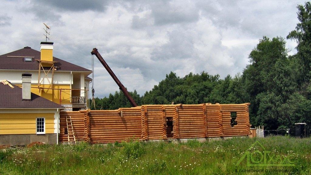 Сборка сруба банного комплекса из бревна