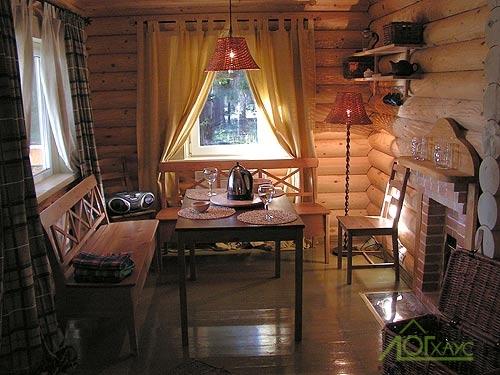 Интерьер комнаты отдыха баньки из бревна