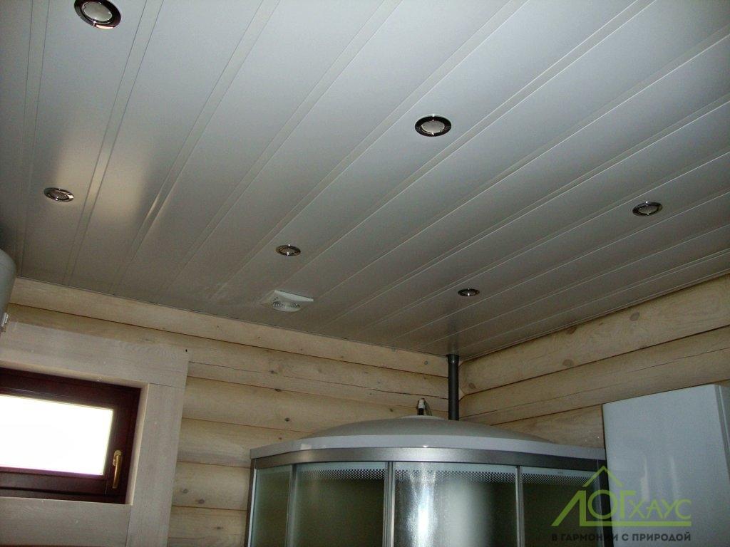 Потолок реечный в помывочной