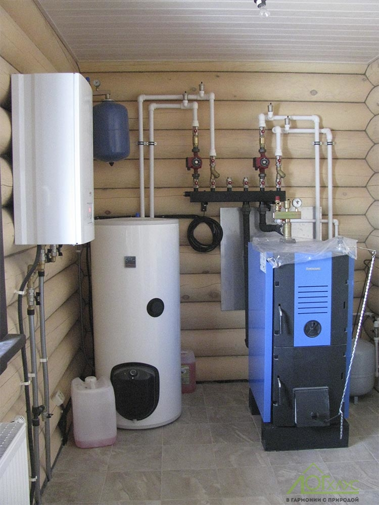 Система отопления с электрическим и твердотопливным котлами