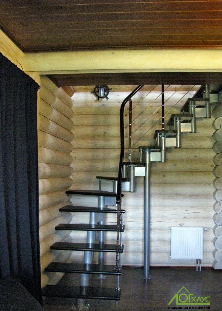 Лестница в бане из бревна