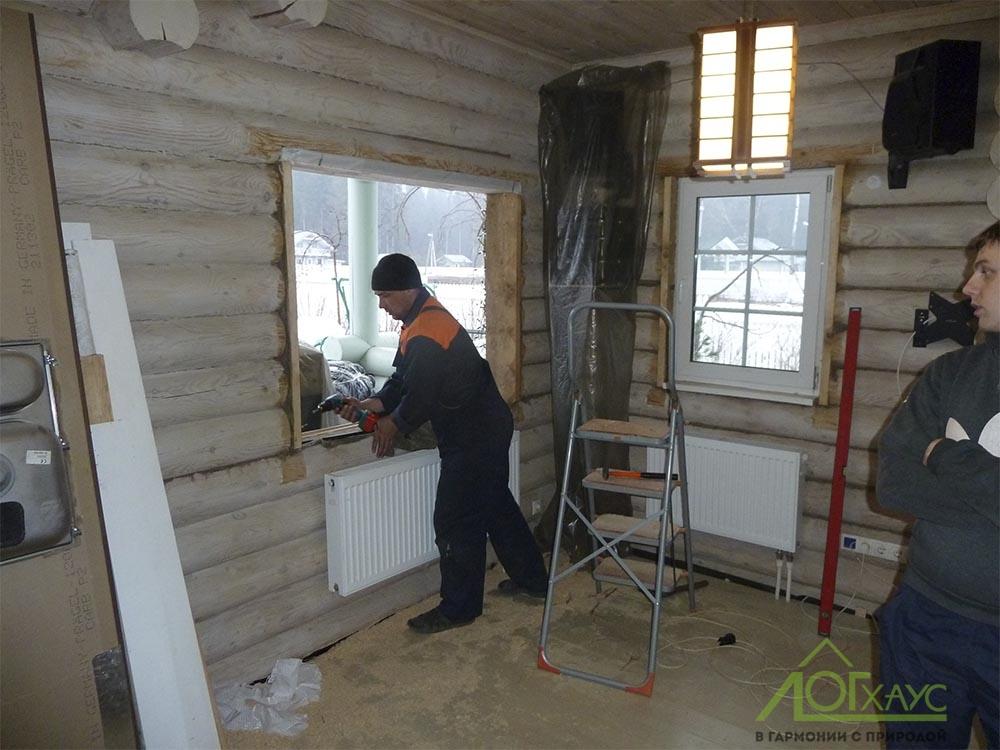 Снимаем окна и переутепляем старый дом из бревна