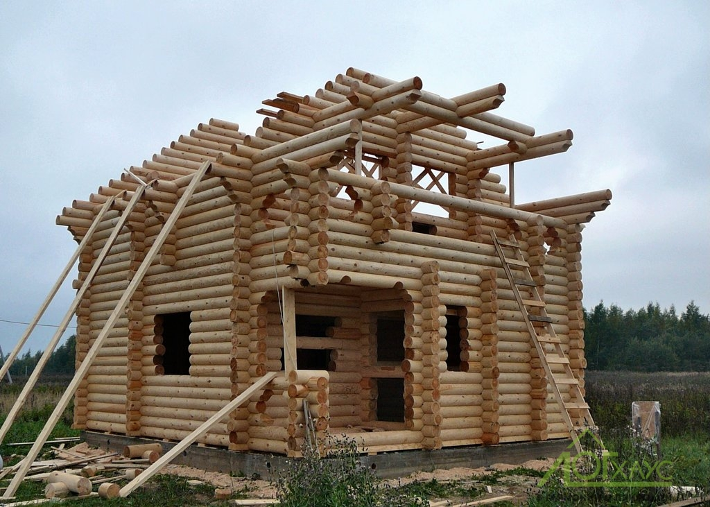 Сборка сруба дома из архангельского леса