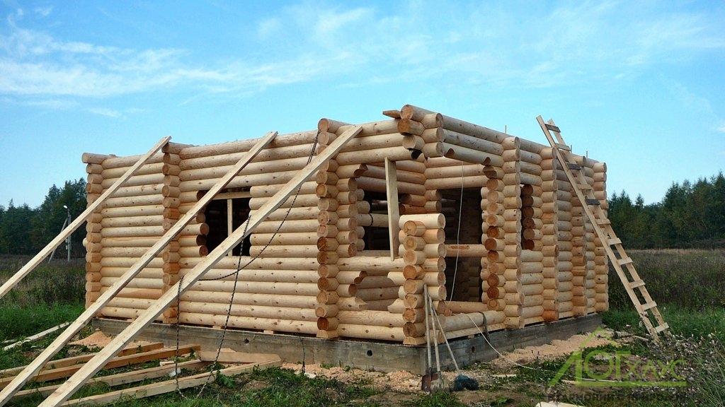 Установка сруба дома из бревна