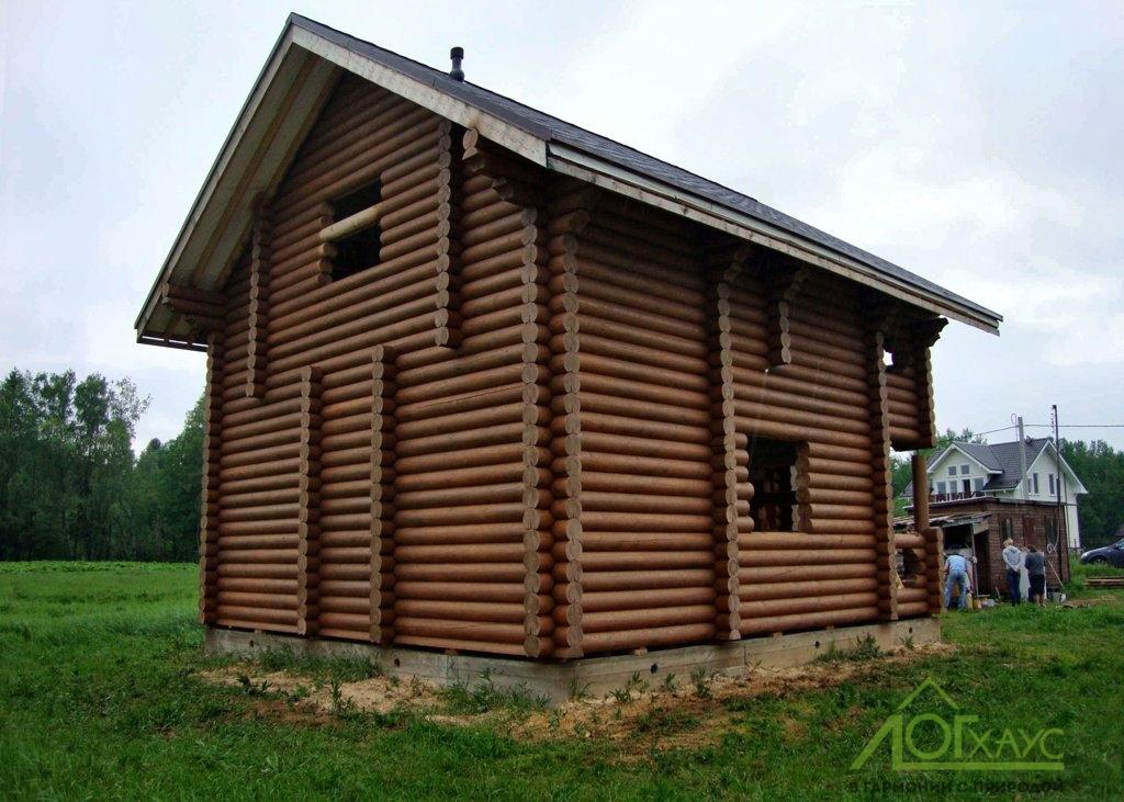 Покраска сруба дома из бревен