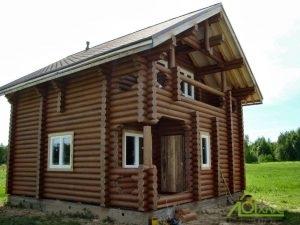 Заказ и установка окон в срубе дома из бревна