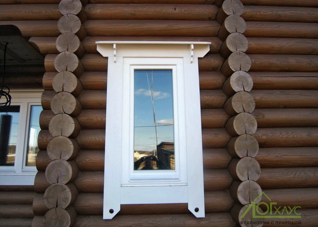 Установка деревянного окна в доме из бревен