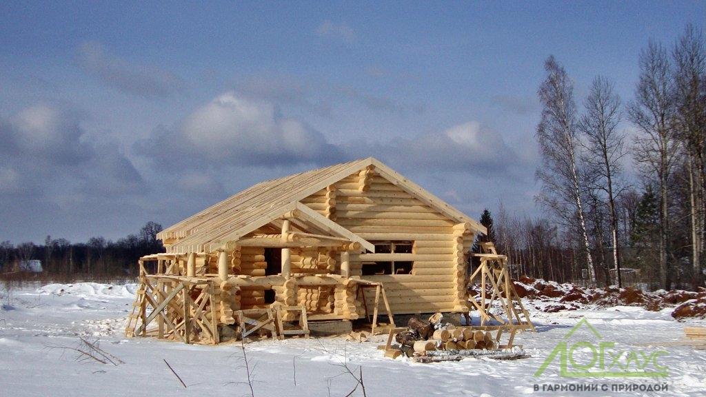 Сборка сруба бани из ОЦБ зимнего леса