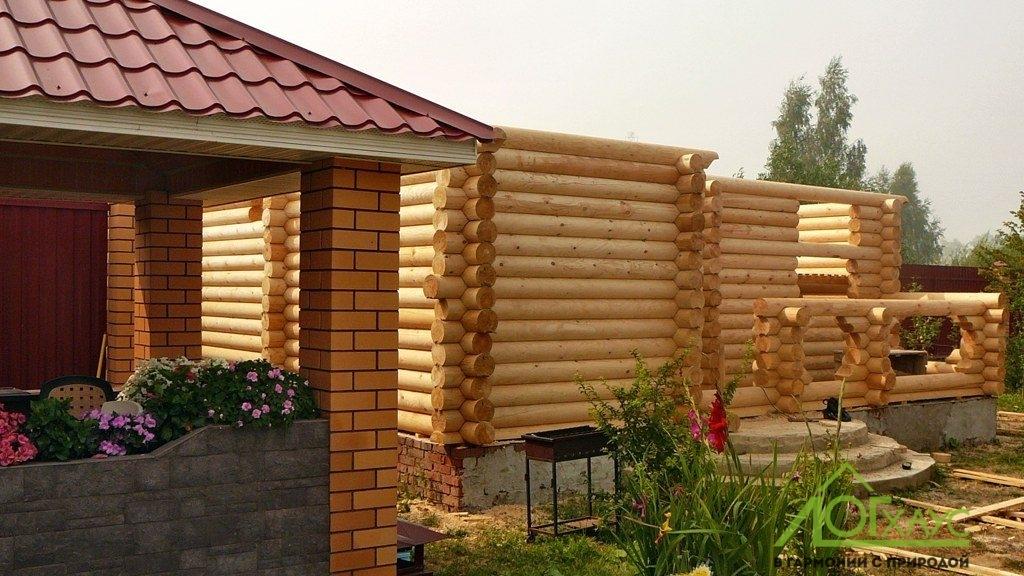 Строительство бани из бревна на участке заказчика