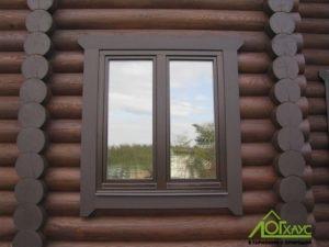 Деревянное окно снаружи дома