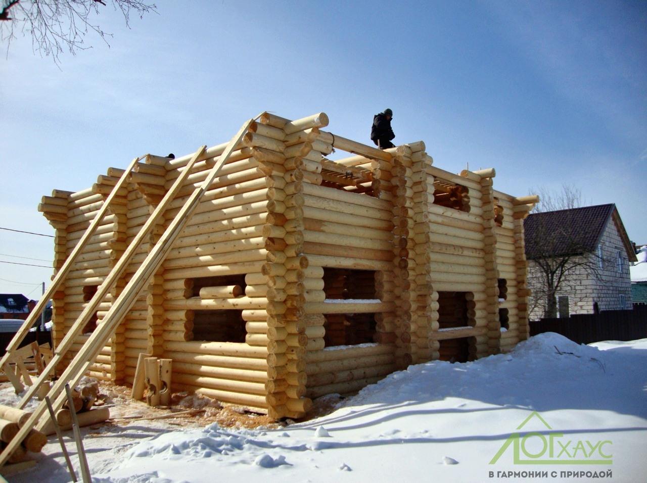 Строительство деревянного сруба из архангельского бревна