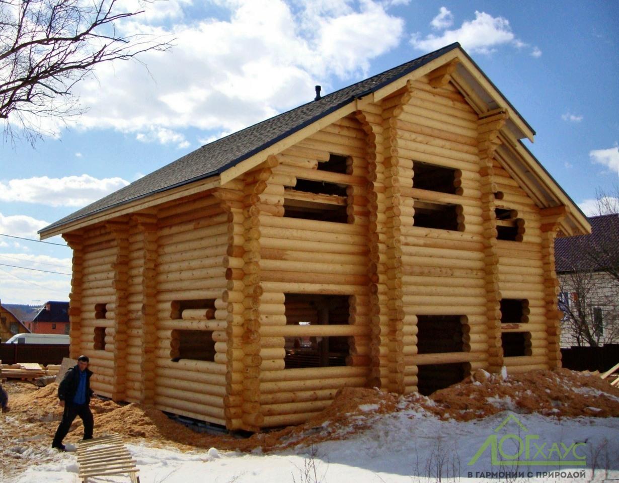 Монтаж сруба и кровли деревянного дома