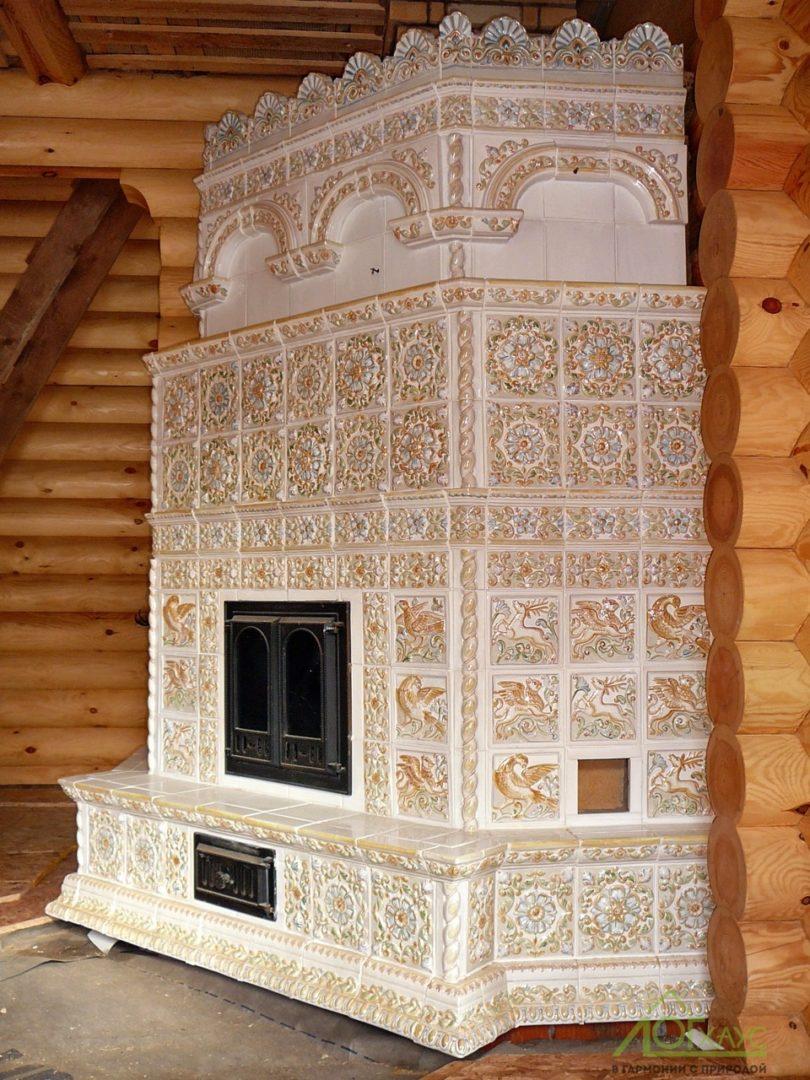 Сборка и установка печи-камина в загородном деревянном доме