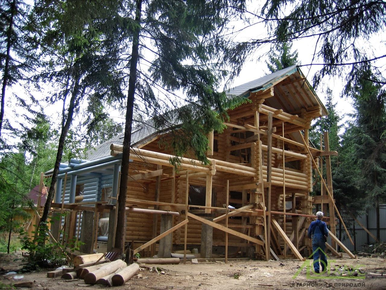 Шлифовка и покраска деревянного дома из ОЦБ