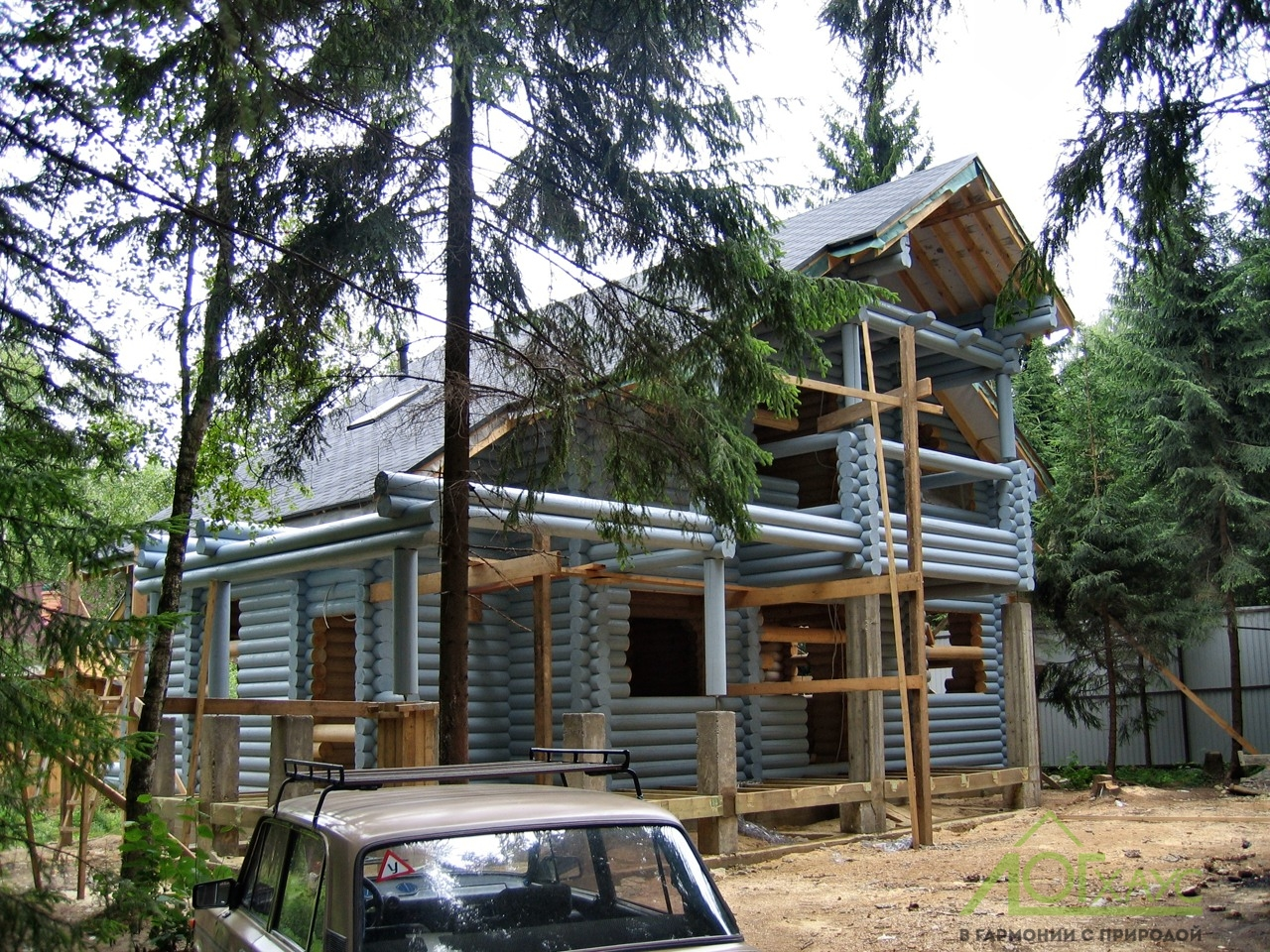 Профессиональная шлифовка и покраска дома из бревна