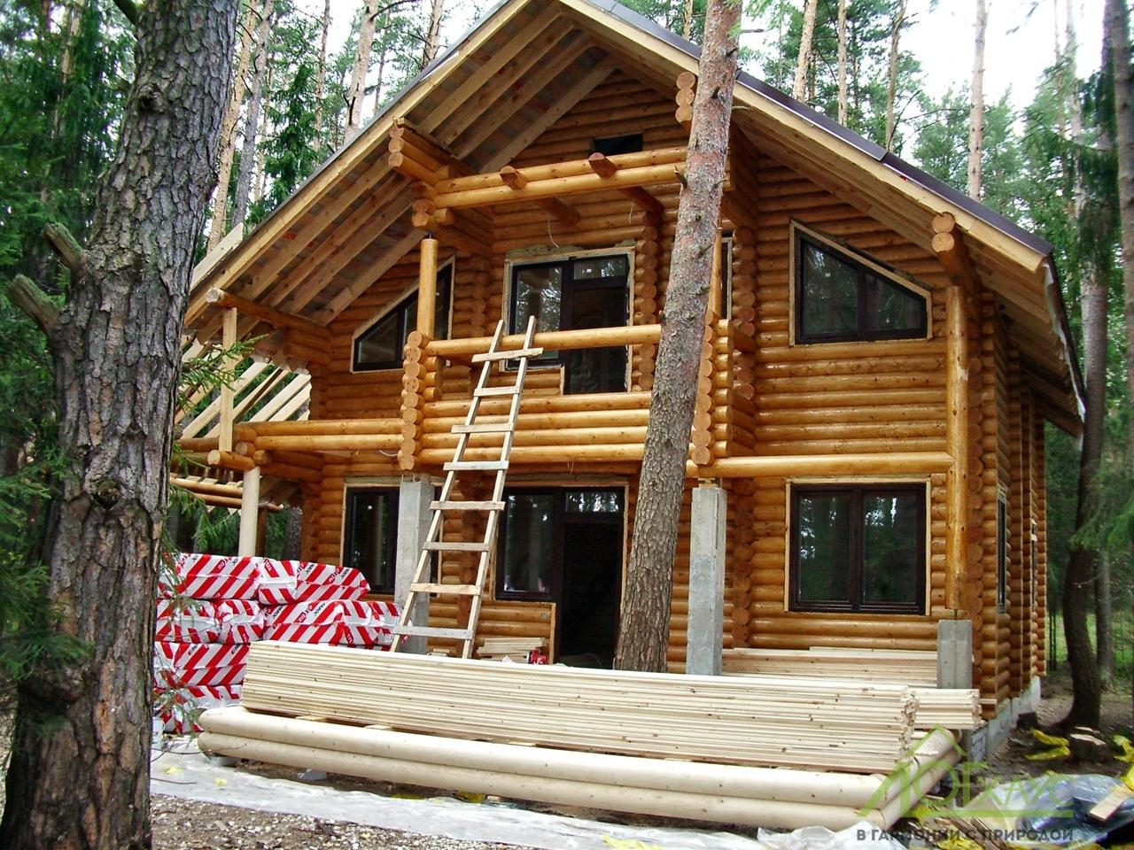 Строительство бревенчатого загородного дома с полной отделкой