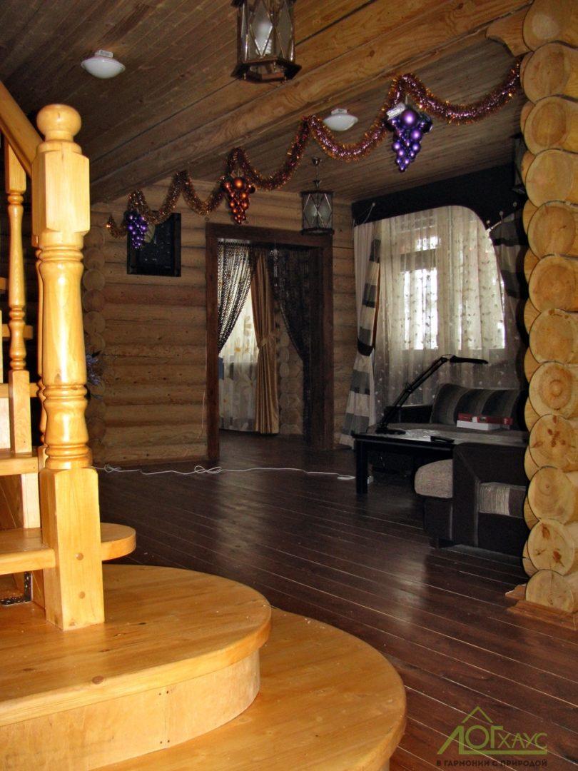 Гостиная в бревенчатом доме