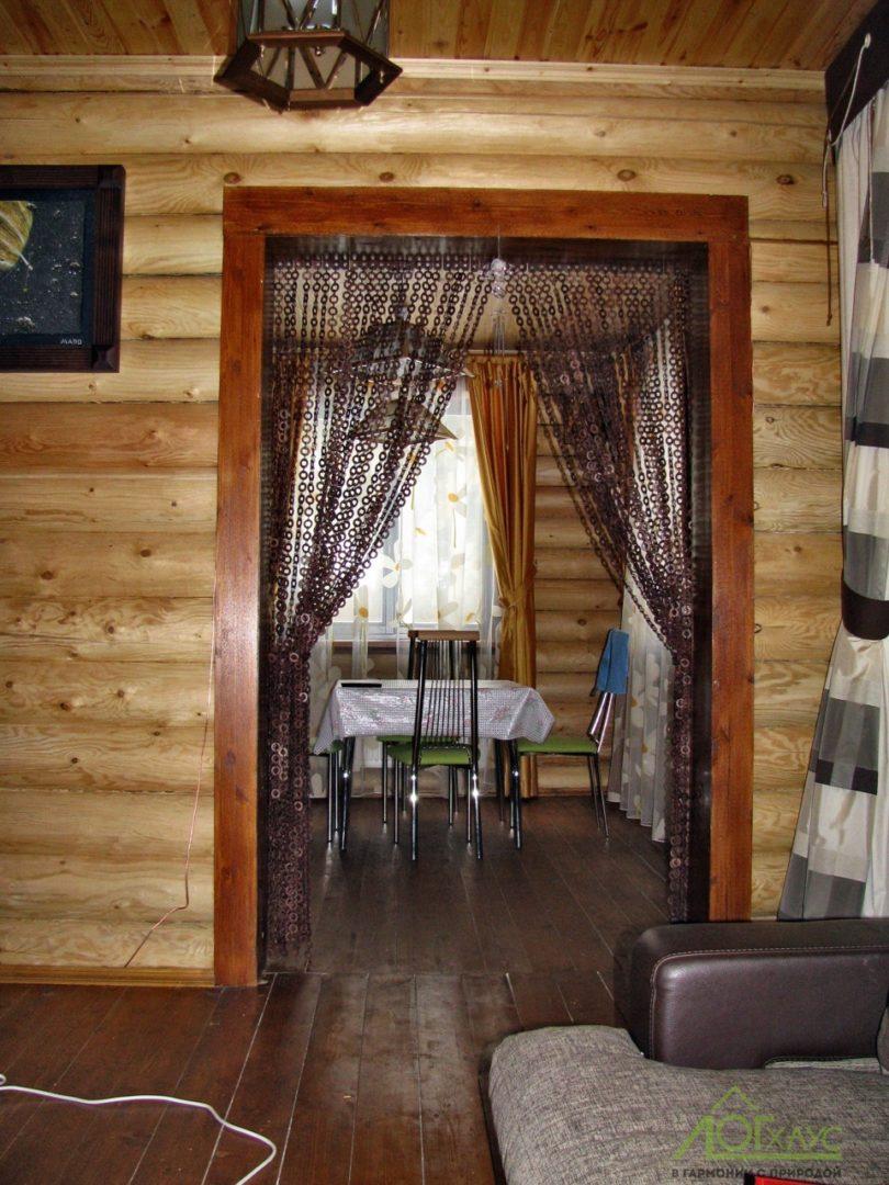 Рустикальный интерьер дома из бревна