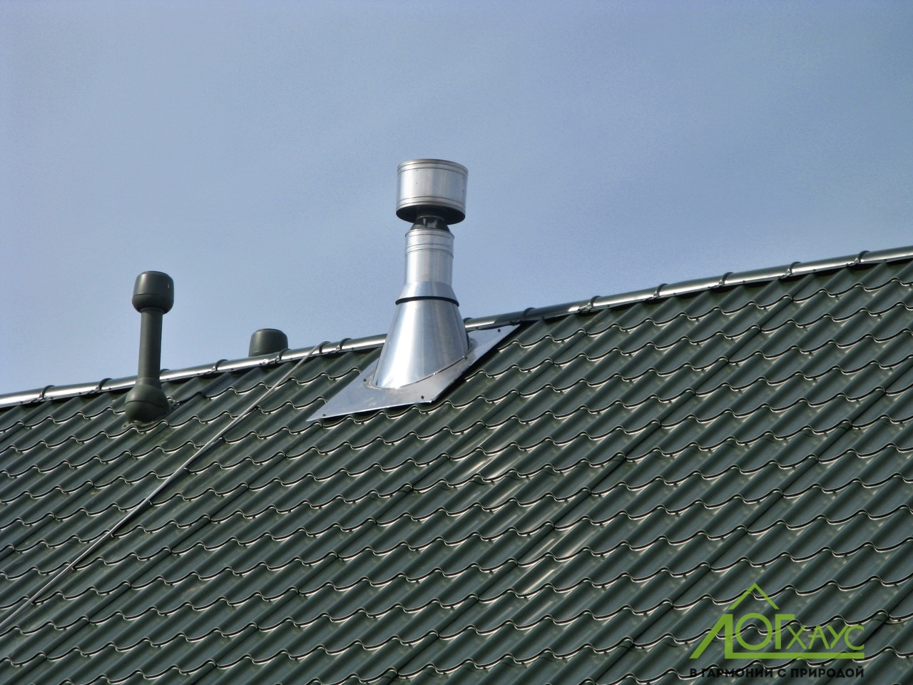 Вентиляция загородного дома на крыше