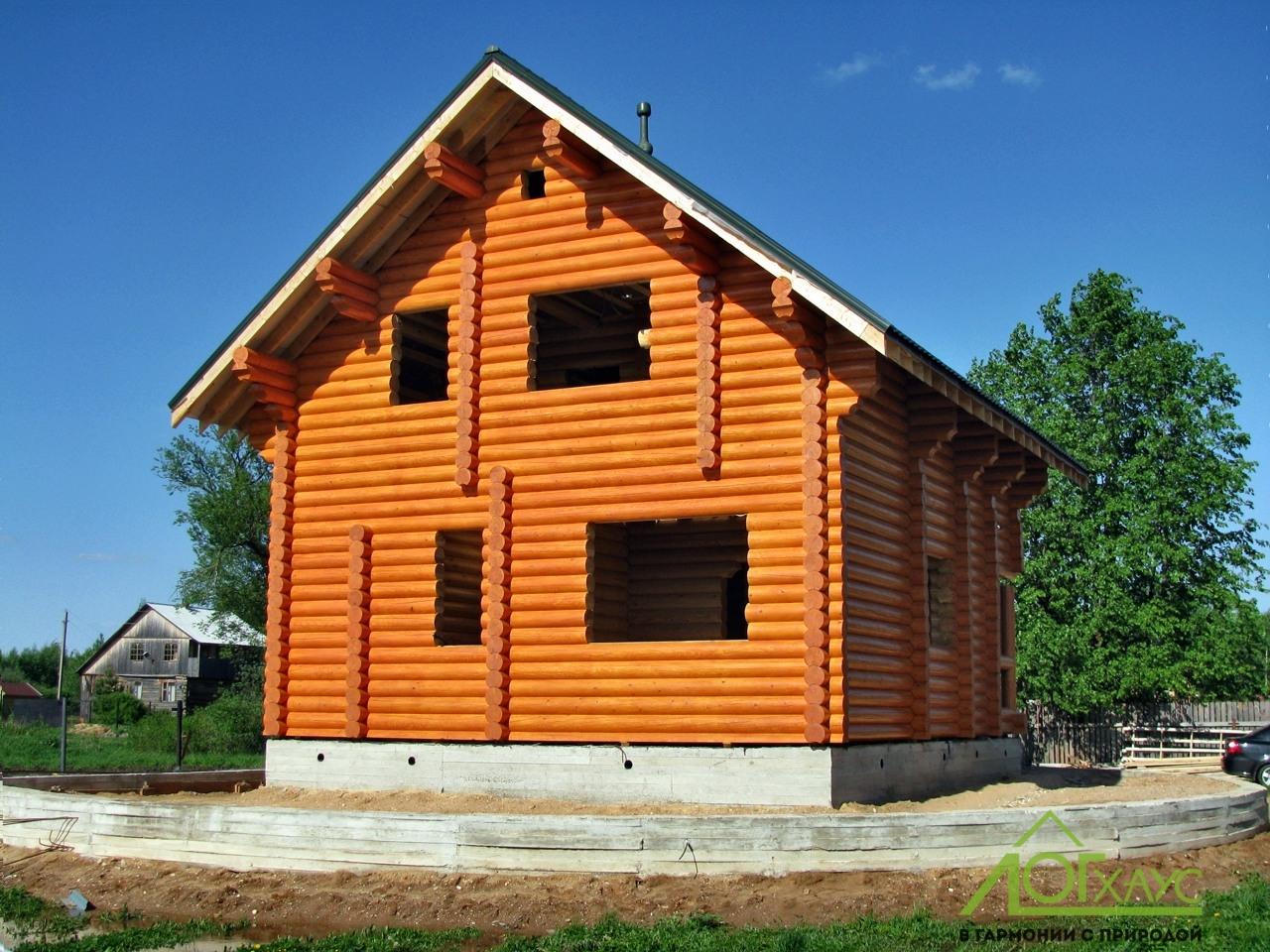 Шлифовка и покраска дома из бревна