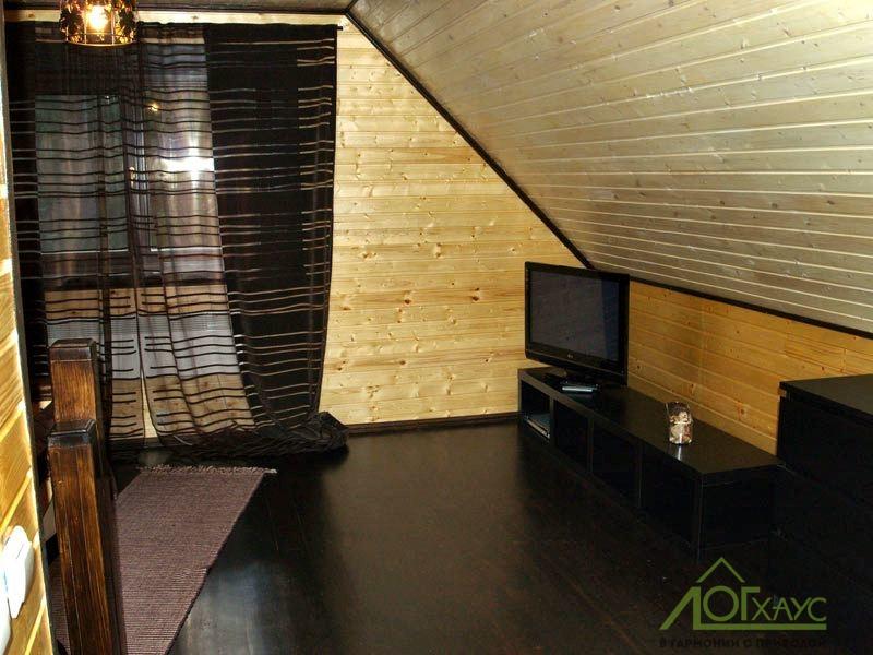 Интерьер мансарды деревянного дома