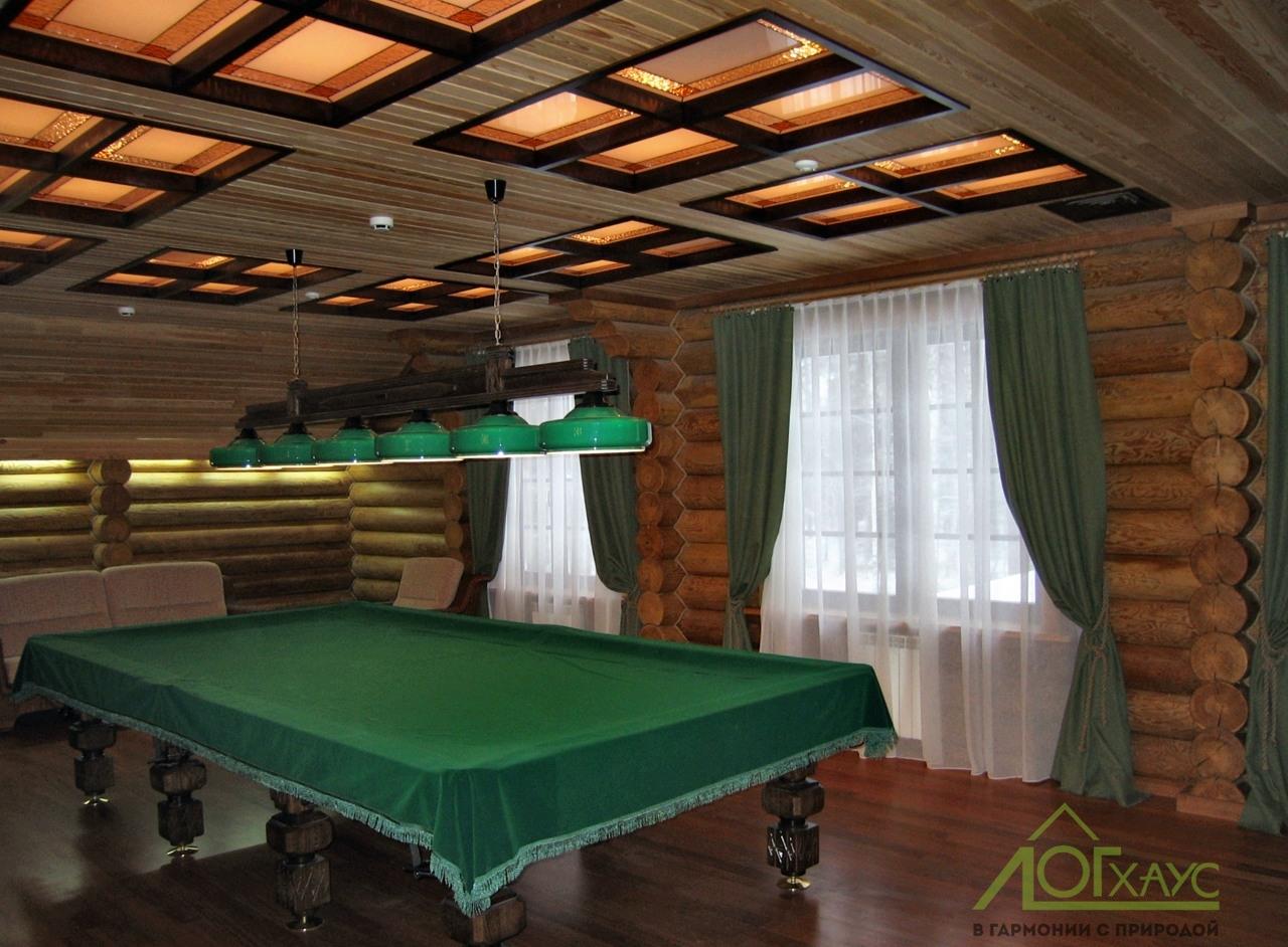 Бильярдная комната в бане из бревна
