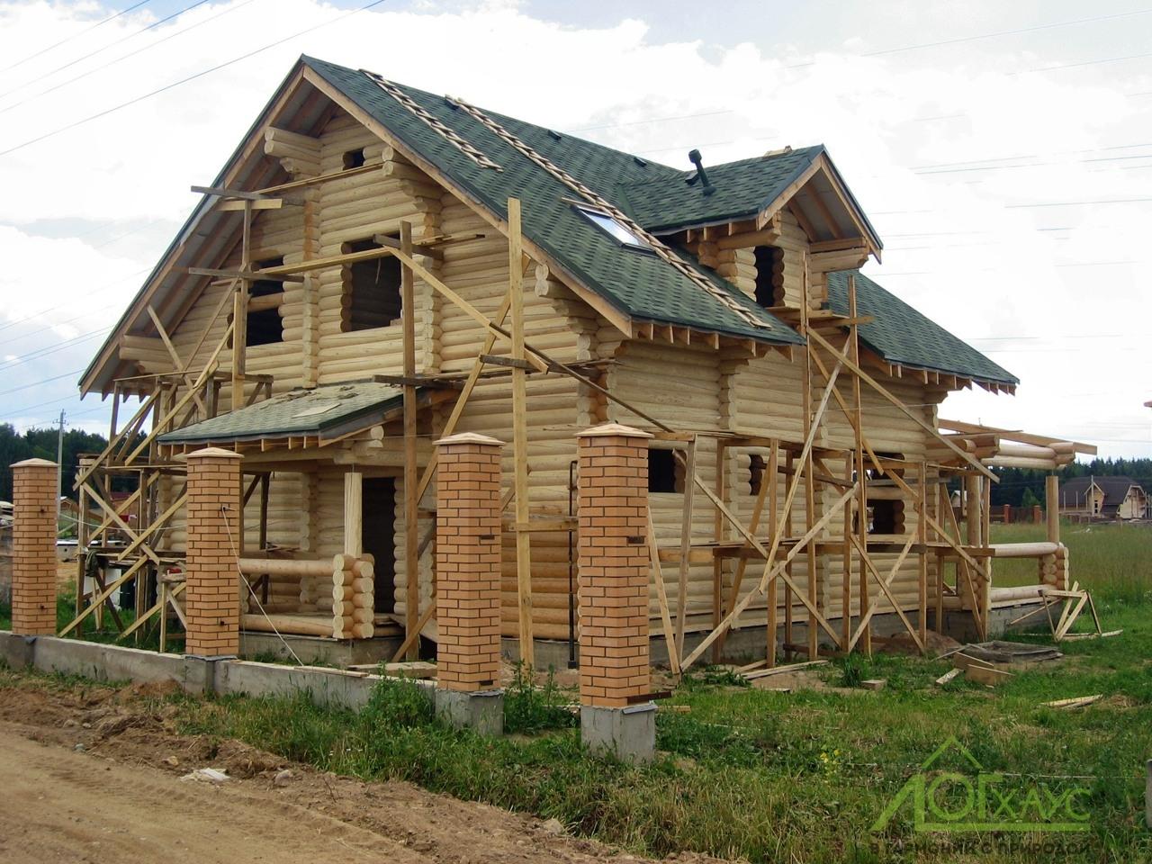 Строительство дома из бревна под крышу