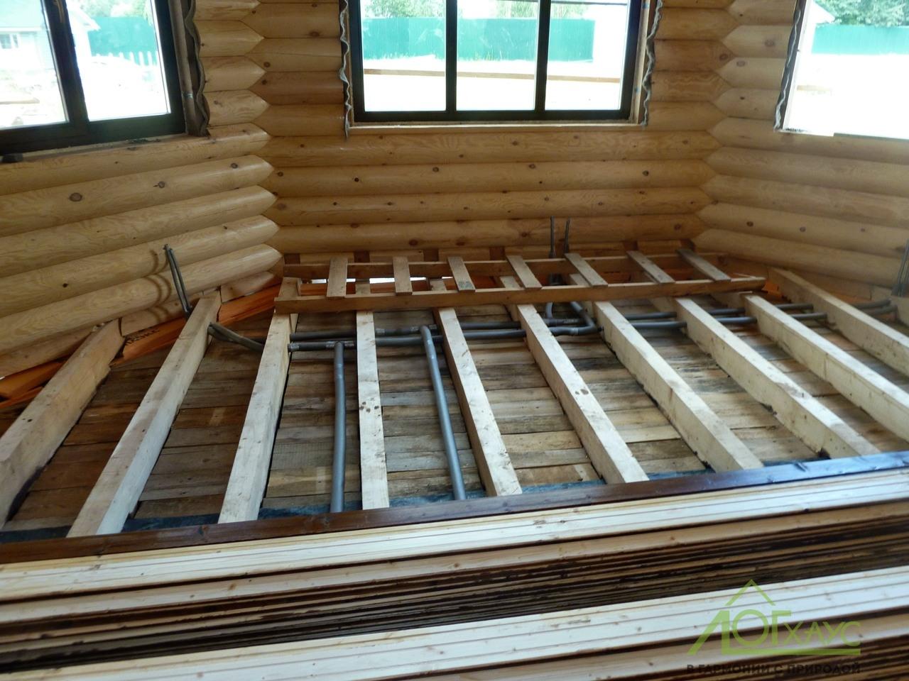 Монтаж скрытой инженерии в загородном деревянном доме