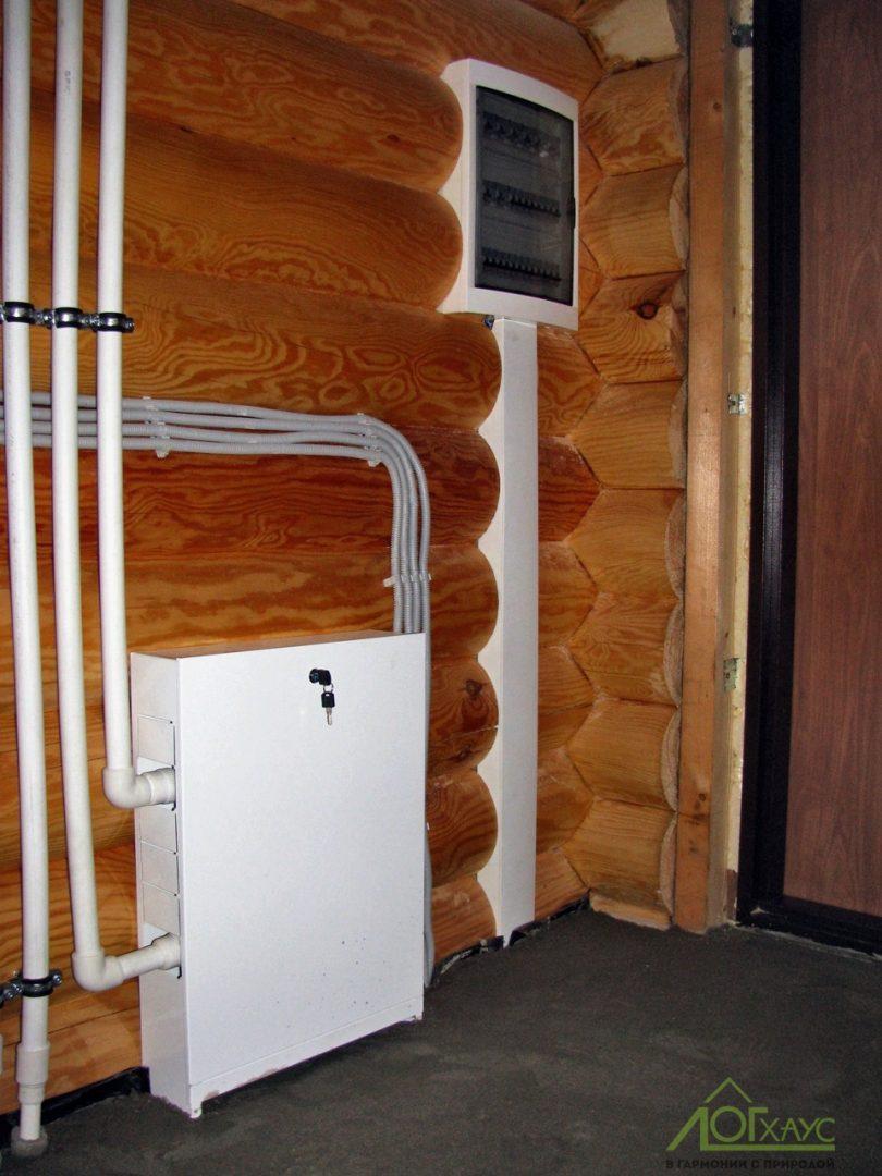 Монтаж электрики и инженерии в доме из бревна