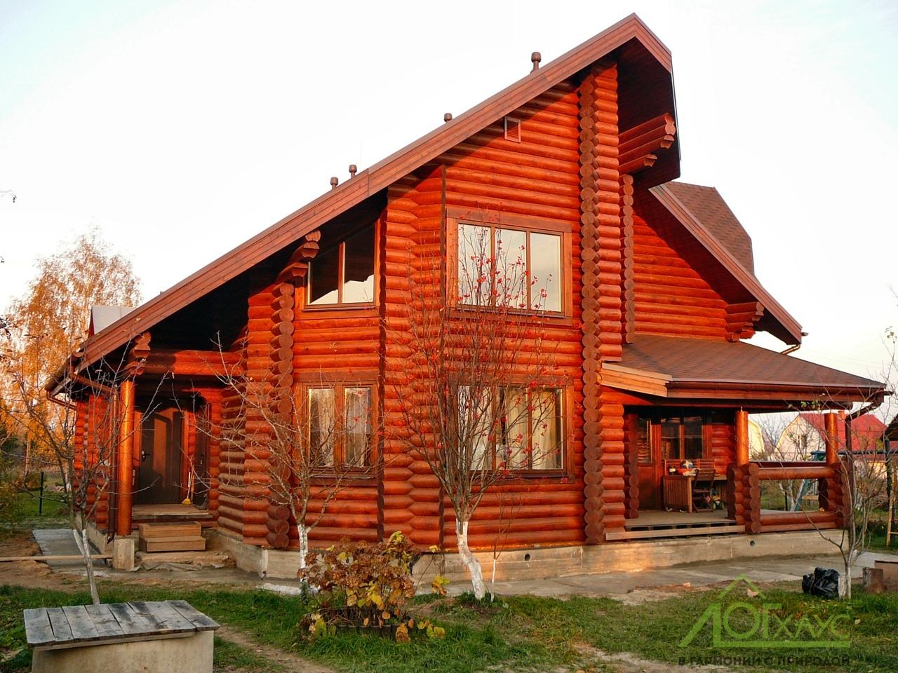Строительство дома из оцилиндрованного бревна завершено