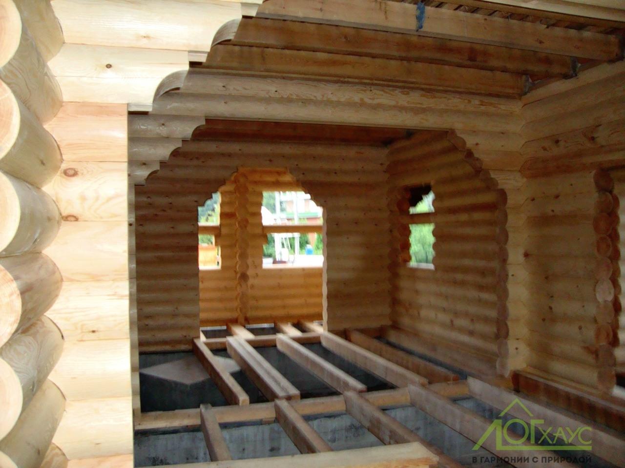 Строительство сруба из северного леса