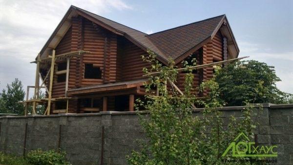 Шлифовка и покраска дома из бревен