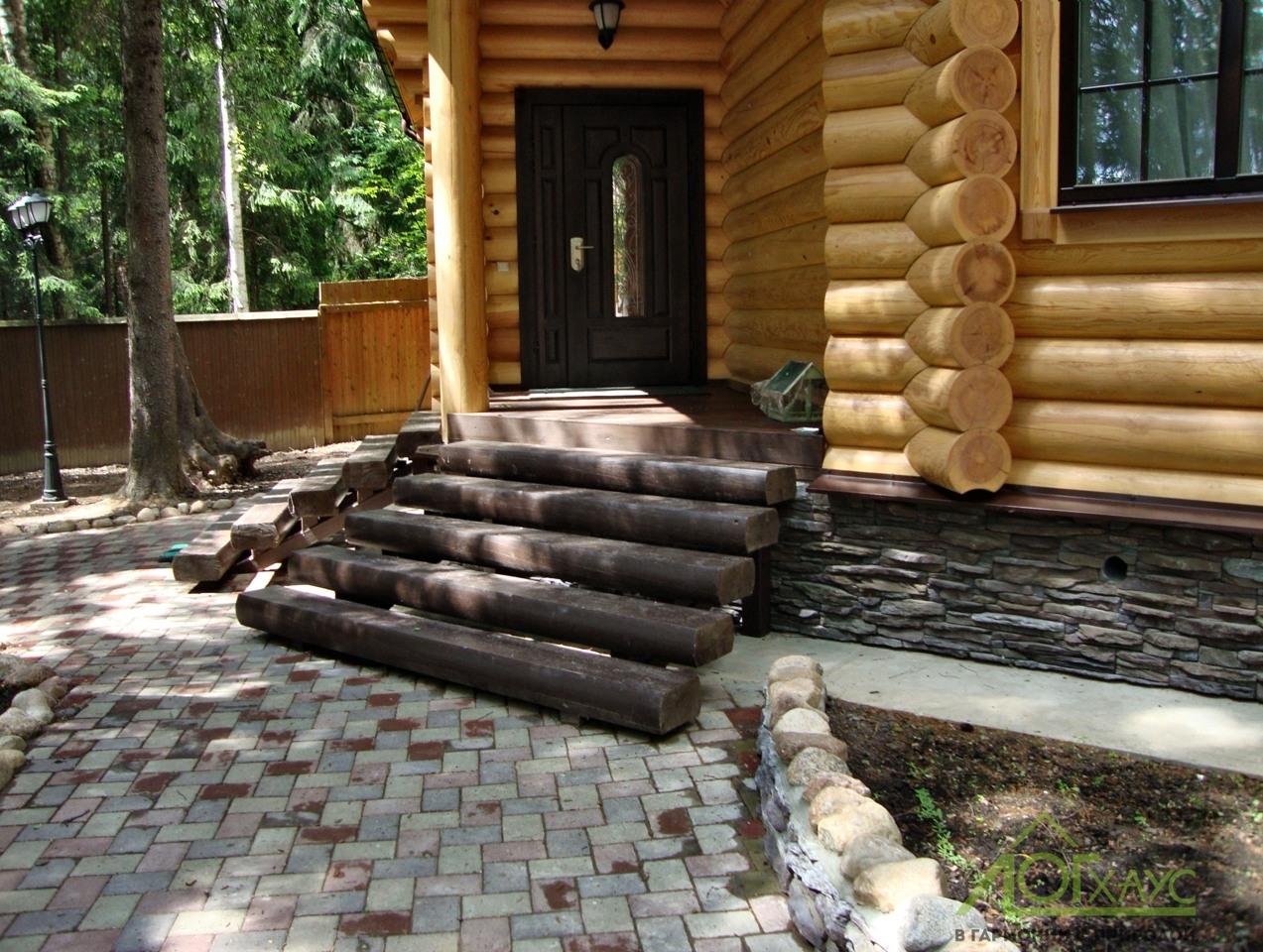 Входная группа деревянного дома