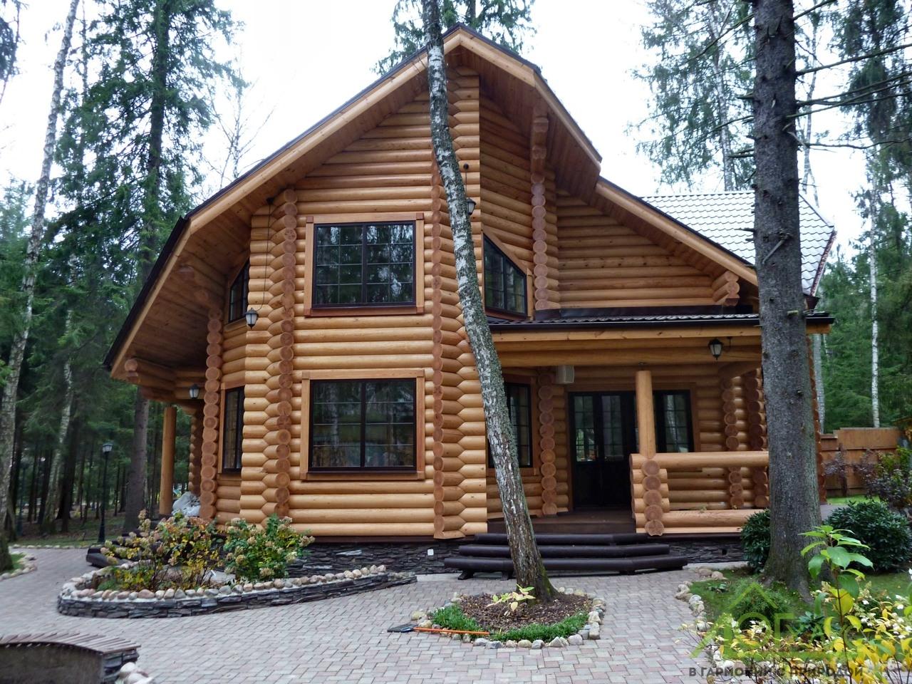 Дом из бревна с эркером 200 квадратных метров