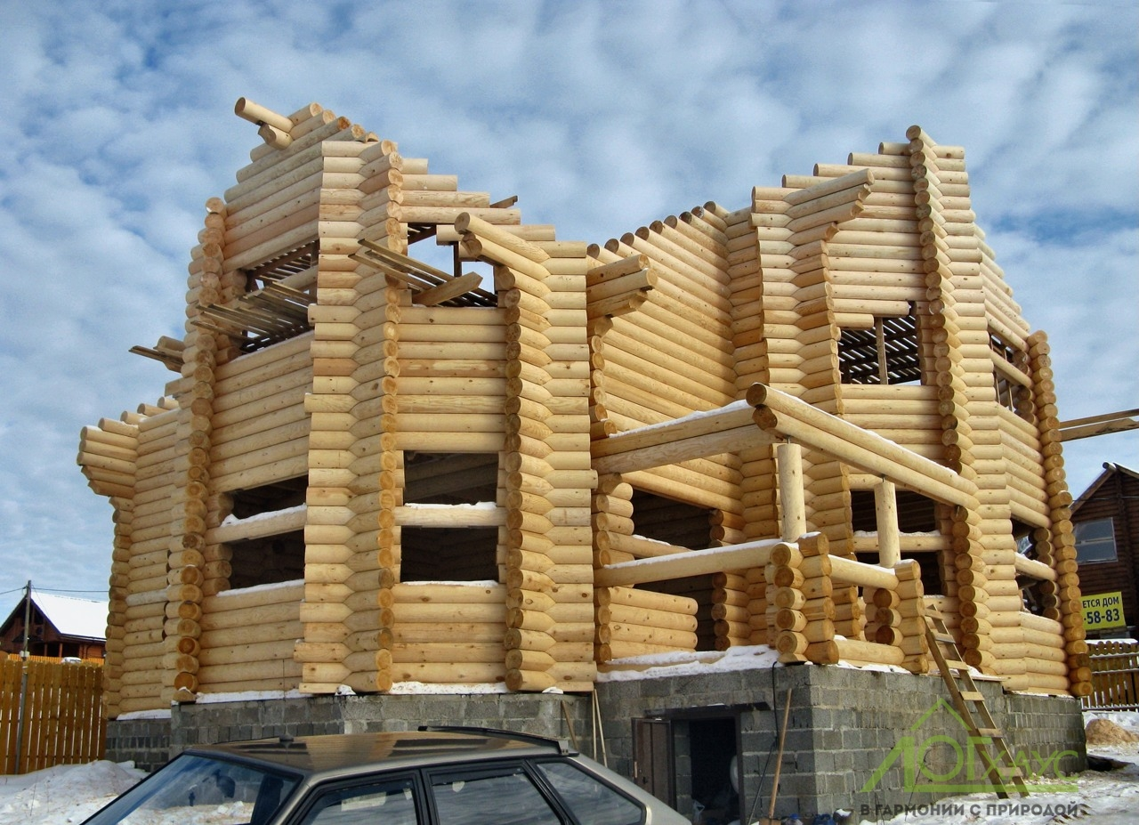 Сборка сруба дома из архангельского бревна
