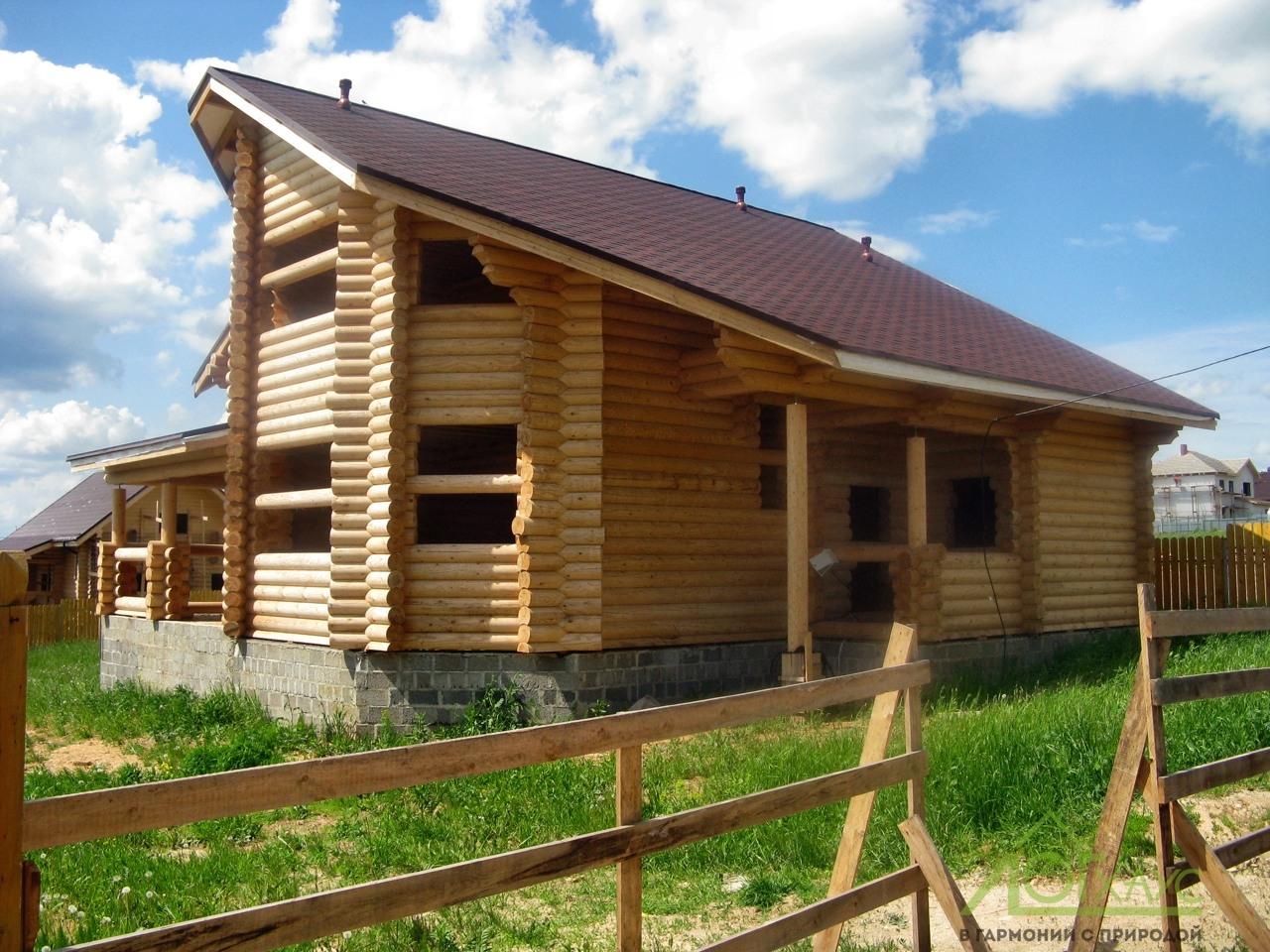 Дом из бревна собран и готовится к шлифовке