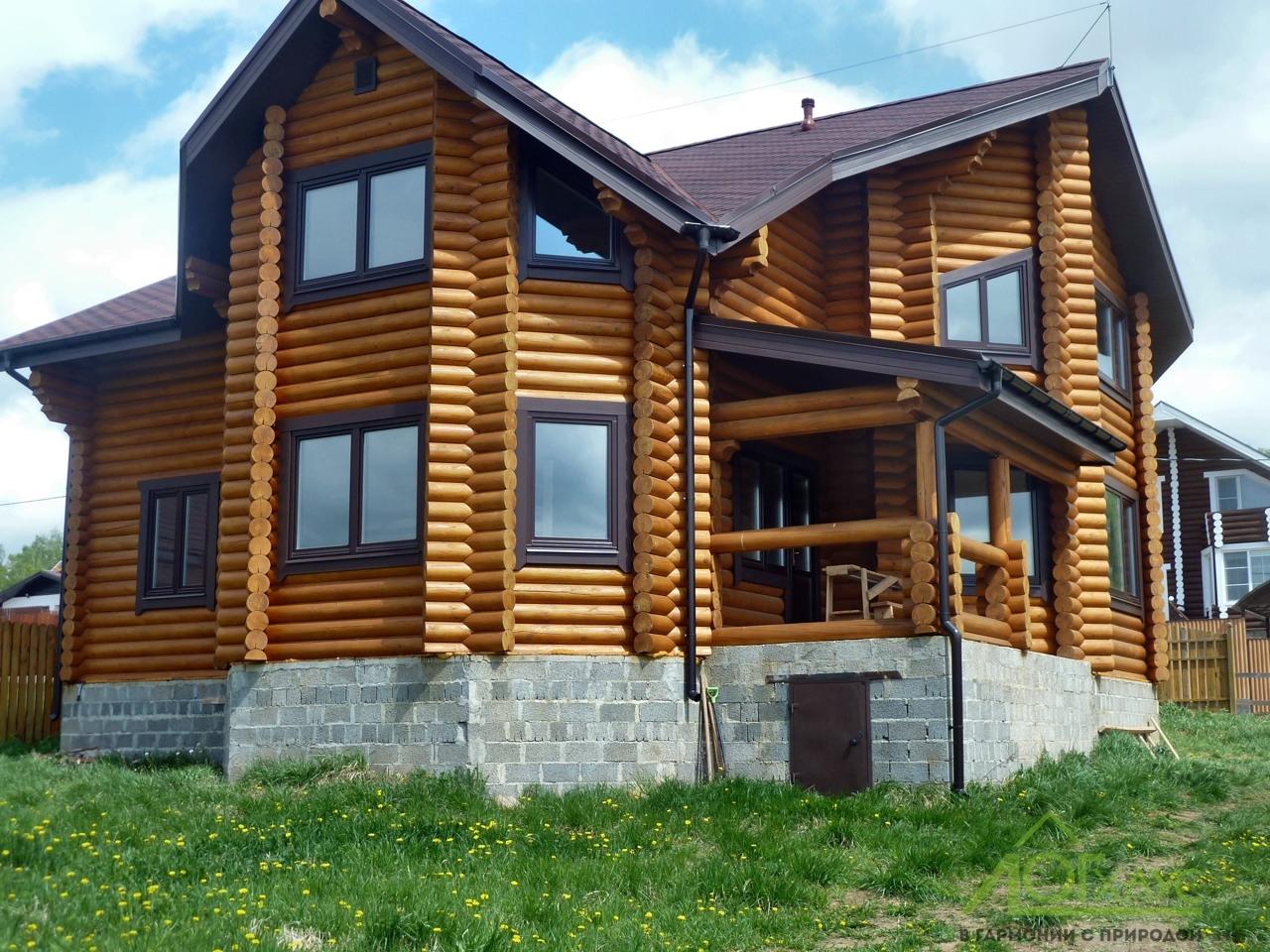 Проект дома из бруса с двумя эркерами