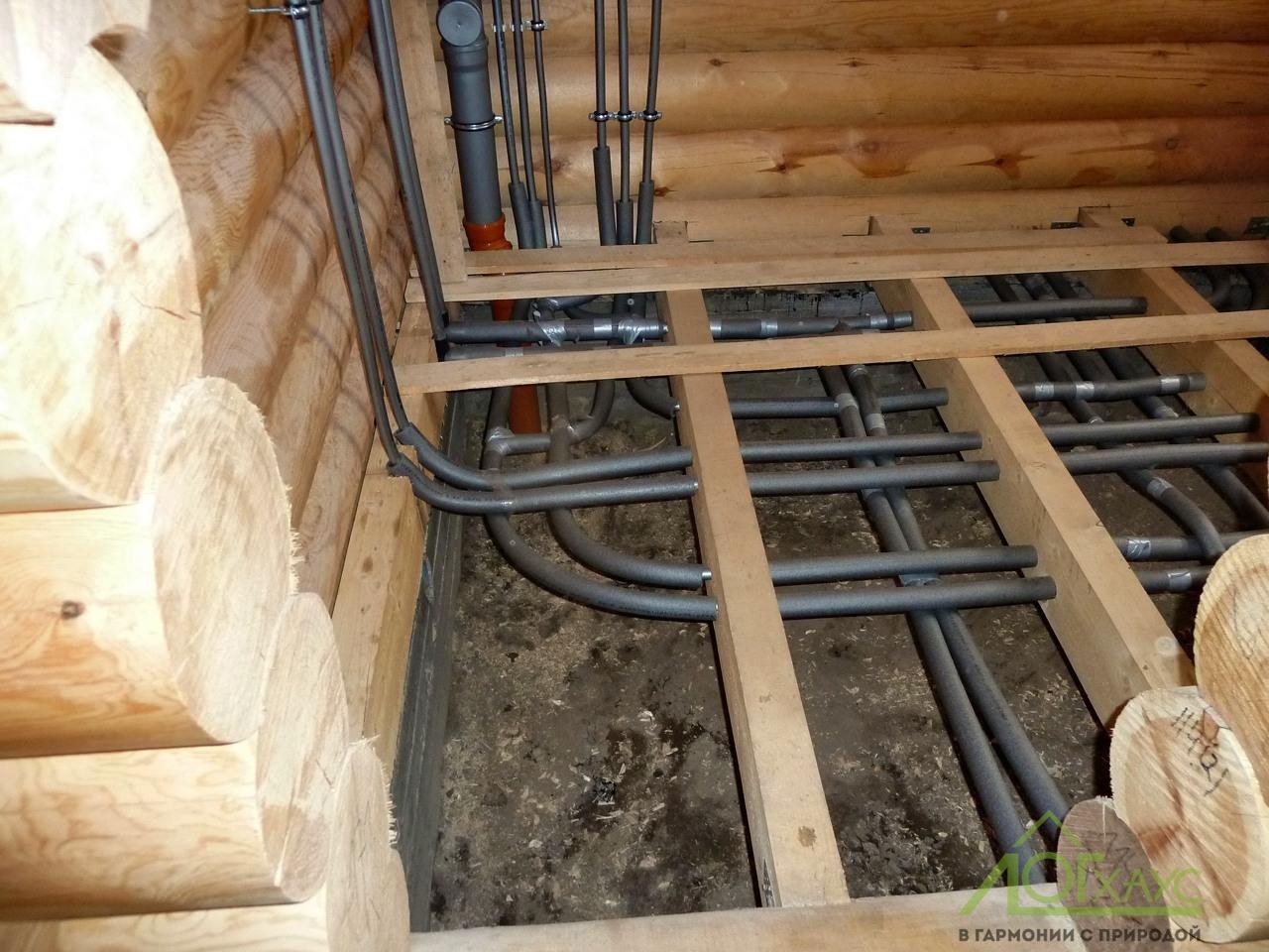 Монтаж труб отопления, водоснабжение и канализации в полу деревянного дома